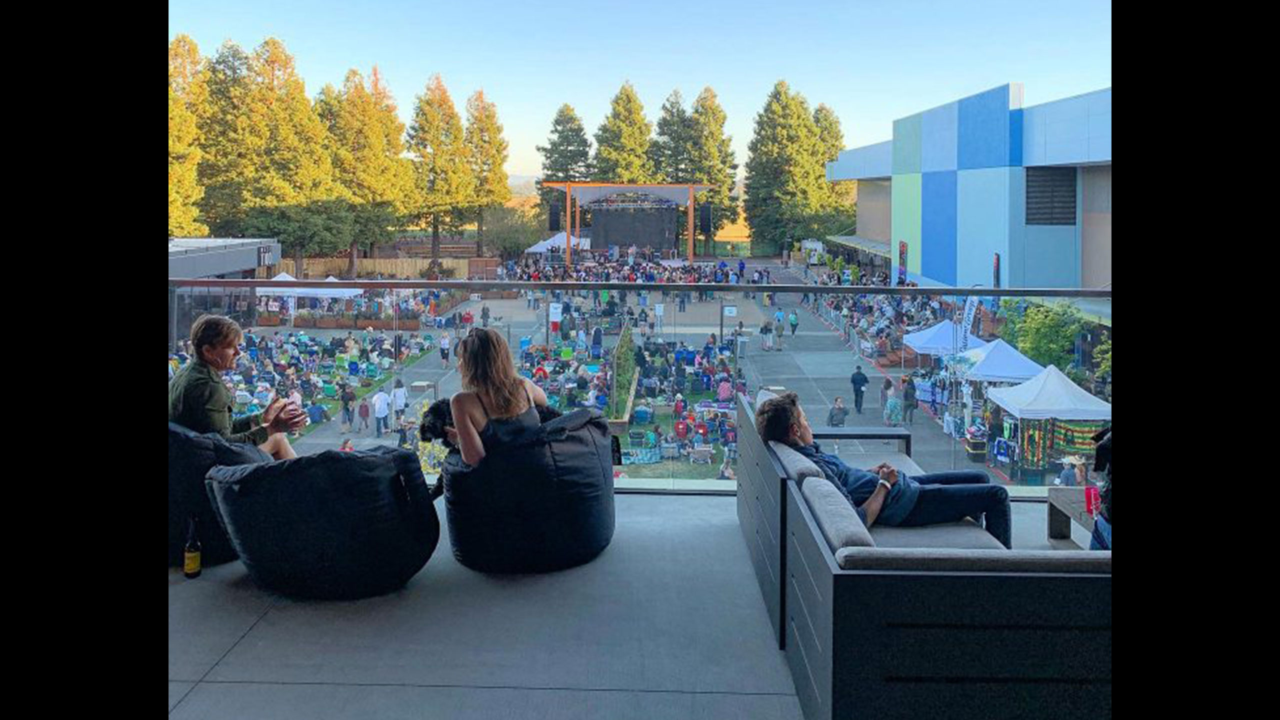 Deck-Design-Rohnert-Park-SOMO-Lounge-2-View-from-the-deck-to-the-stage-and-blue-facade
