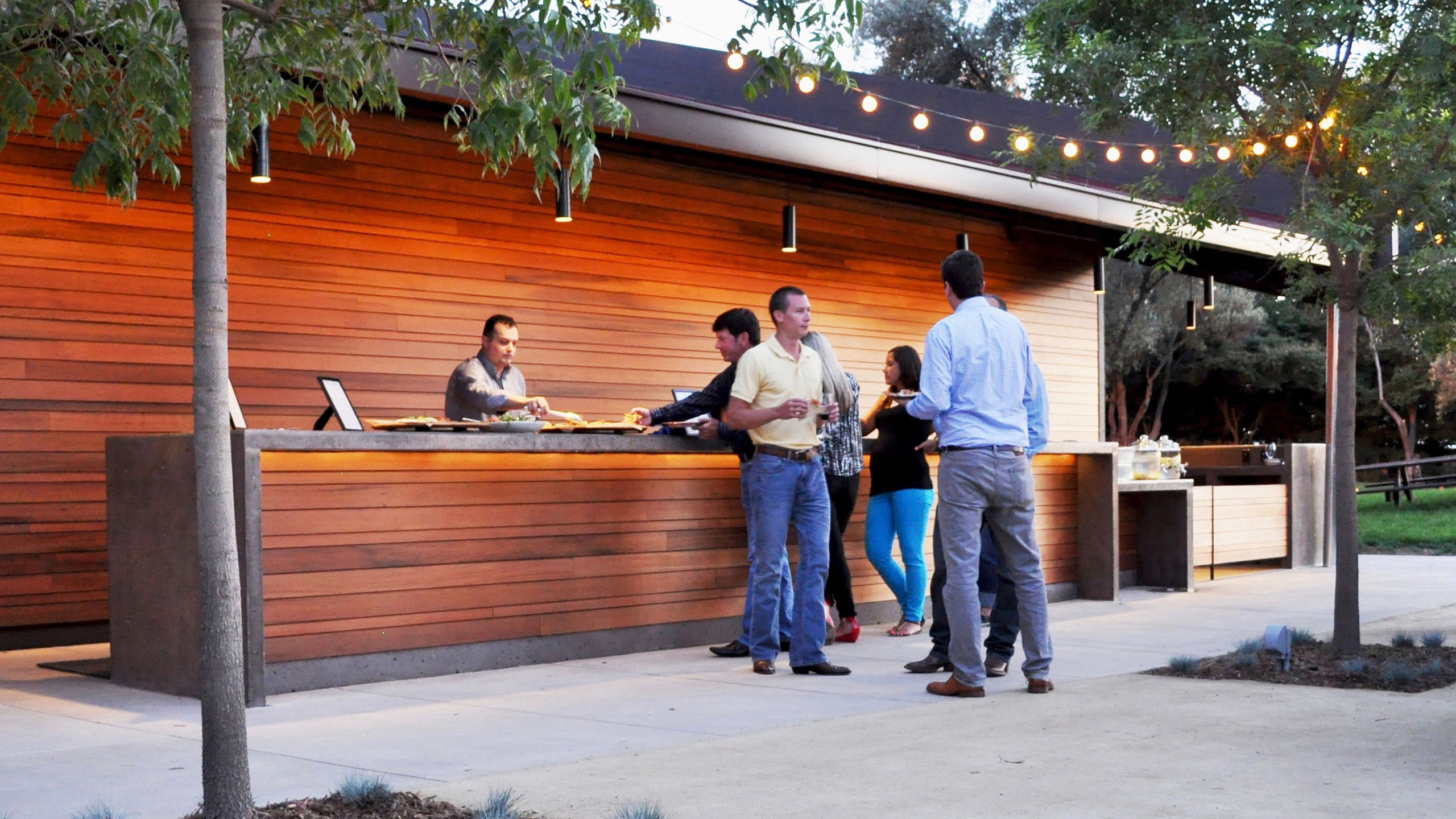 Winery-Architecture-Healdsburg-outdoor-bar-reclaimed-wood