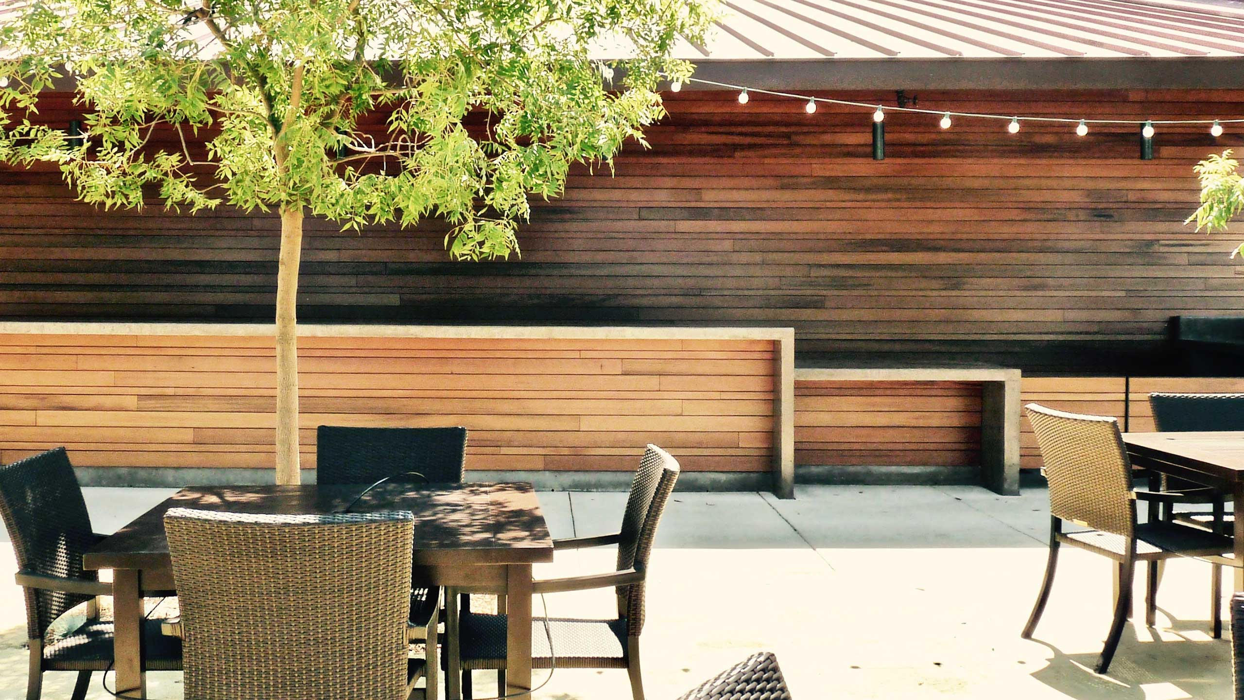 Winery-Architecture-Healdsburg-outdoor-seating-reclaimed-wood