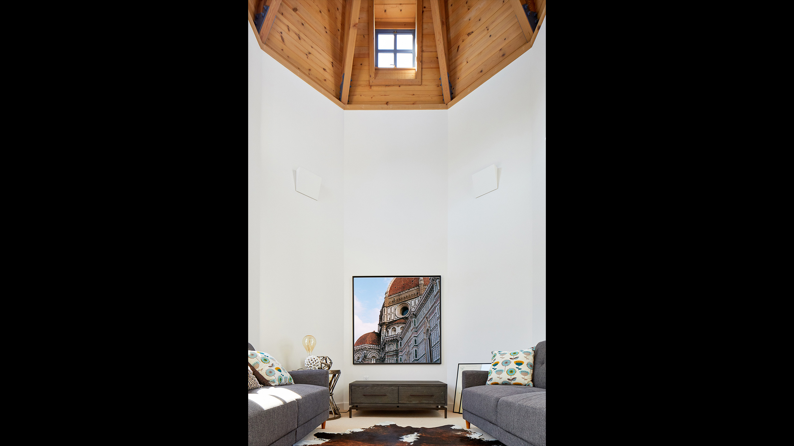 Napa-Farmhouse-round-tower-with-wood-ceiling